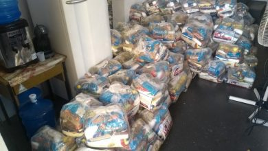 Foto de Prefeitura entrega cestas básicas para ambulantes, catadores de recicláveis e famílias da economia solidária